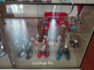 Витрина с товарами из Узбекистана
