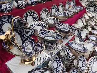 Прилавок магазина узбекской посуды