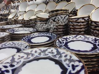 Синяя с золотом посуда