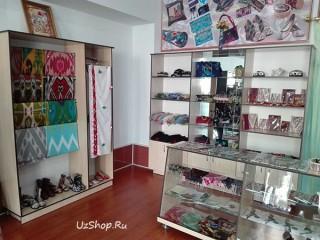 Выставленные на полках товары узбекского производства