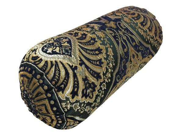 Подушки и валики из хан атласа фото трех